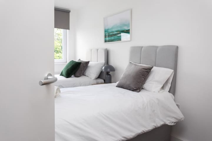 10x TOP FLOOR SERVICED APARTMENTS ⭐ LONDON GATWICK CRAWLEY ⭐ SUTHERLAND QUARTERS  - 10