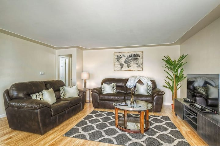 Elegant home, convenient access to Denver