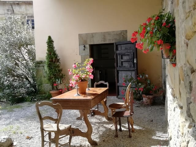 Chapel Garden House of Palacio de Hualle