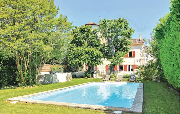 Amazing home in Aix en Provence with WiFi and 4 Bedrooms
