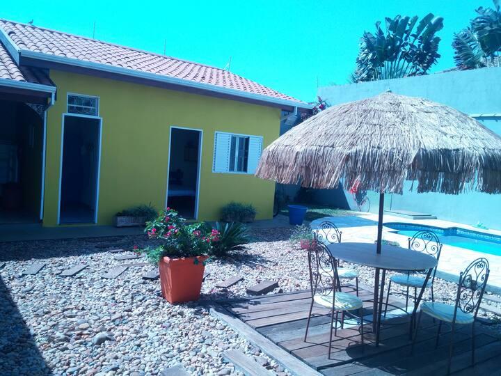 Suite em área externa e privativa.