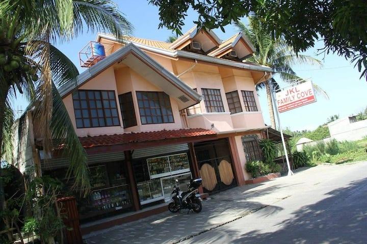 JKL Family Cove, Room rentals