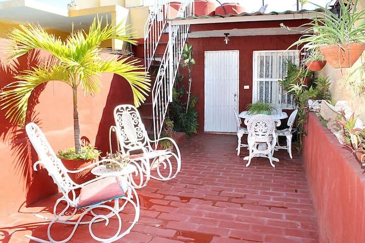 Hostal Casa Roja. Centro histórico de Trinidad. #1