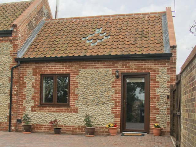 Annexe @ Church Farm Barn (UKC350)