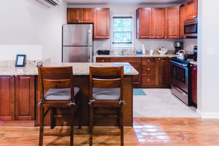 Charming Carriage House 2nd floor Studio Apartment
