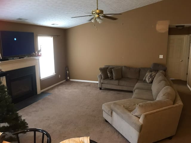 Nice home 10 min from downtown/KY Expo Center