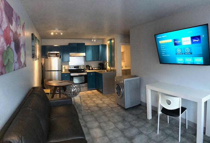 Cozy Well Located 1 bedroom condo near UNLV Strip