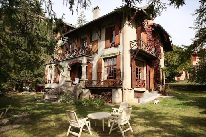 Maison à Colmars les Alpes ( chambres privées)