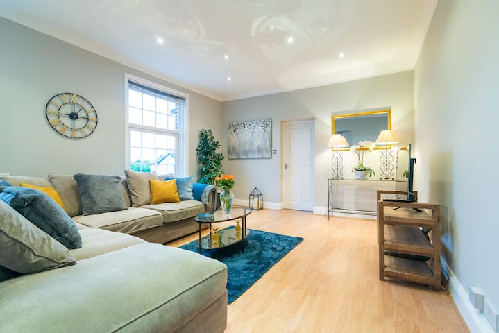 Modern Living 2 Bedroom Apartment South Wilmslow