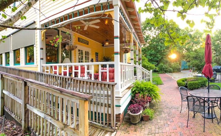 Buckner Suite - The Laurel Oak Inn