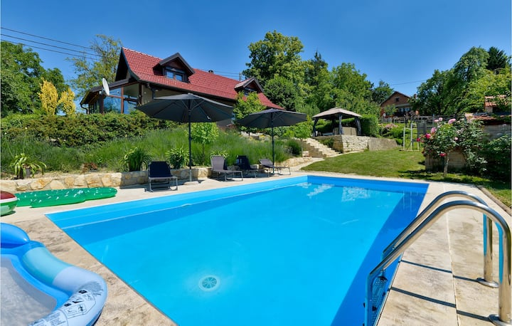 Nice home in Seketin with Outdoor swimming pool and 2 Bedrooms