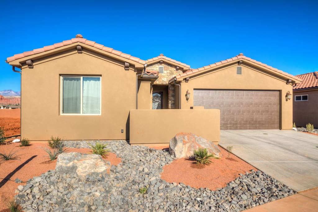 3 bedroom Red Mountain Retreat combined with Arches Home 3 doors down