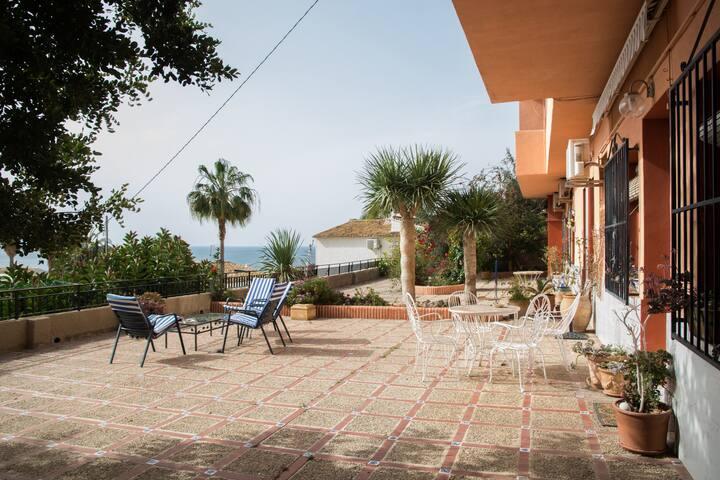 Apartamento con gran terraza con vista al peñón
