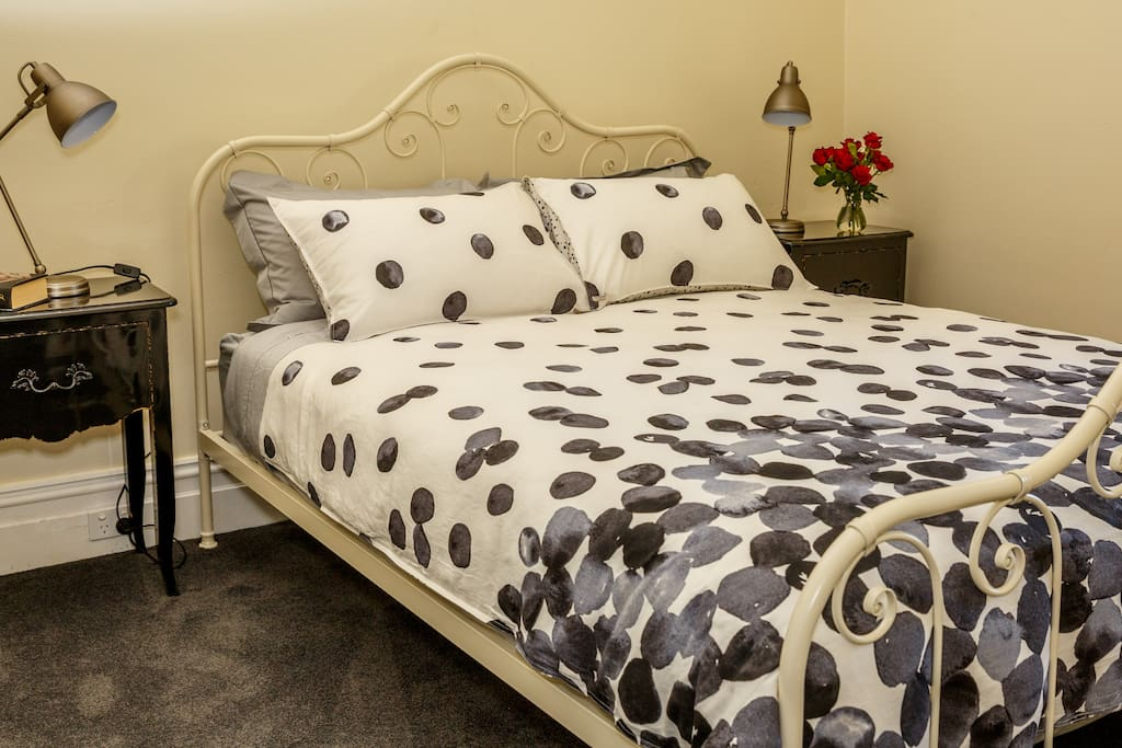 Bedroom has private ensuite,split system heating/cooling,desk and arm chair