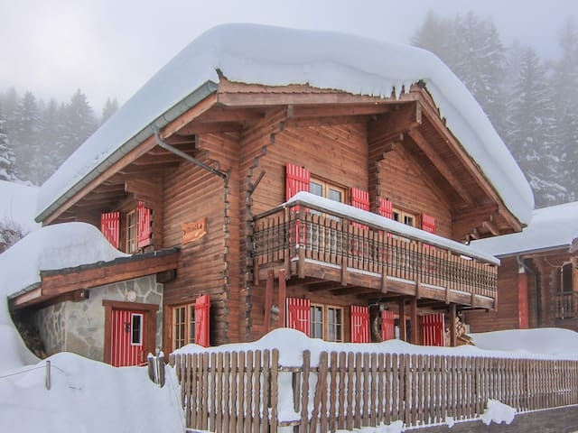 Chalet Pere Noel - 3-bedroom chalet on the piste - sleeps 7 to 9 people