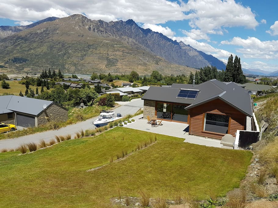 Our home is located in Quail Rise approx 5 minutes drive from Queenstown International airport.