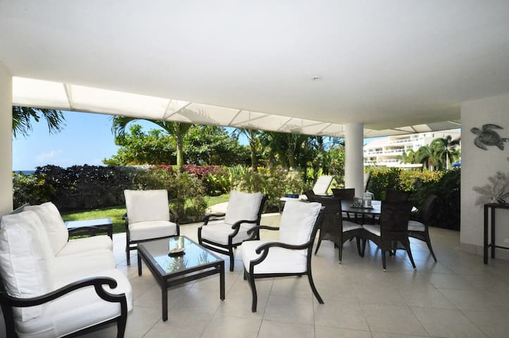 Palm Beach 101 - Ideal for Couples and Families, Beautiful Pool and Beach - Bridgetown - Lejlighedskompleks