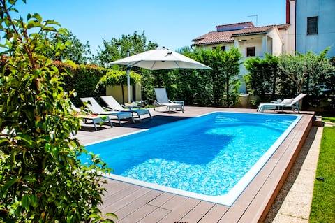 Villa Francesco - Apartman terasszal és medencével