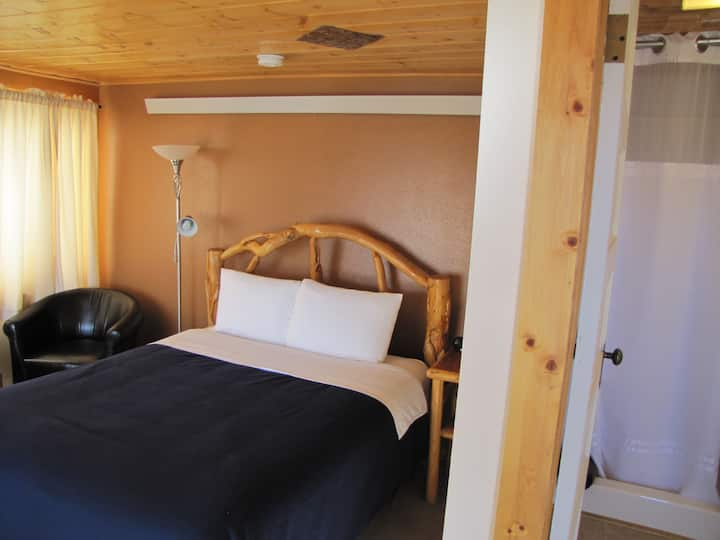 Buffalo Roam - Sleeps 2 - 1 night minimum allowed!