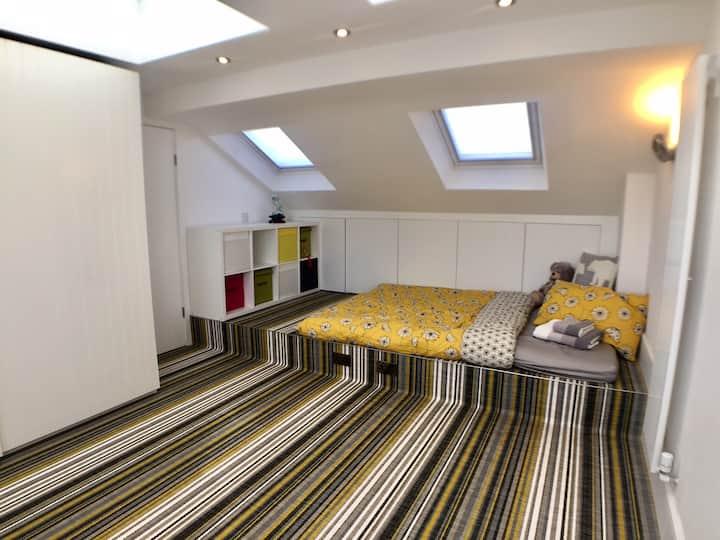Bright & Spacious Loft Studio in Wimbledon