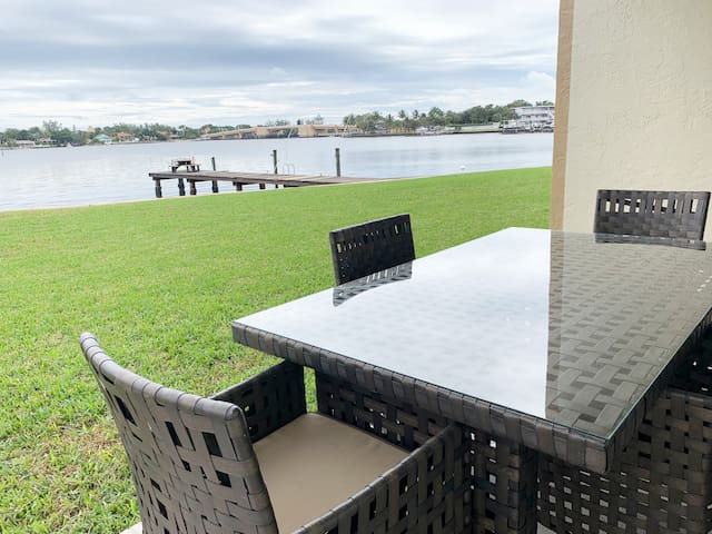Tranquility Waterfront condo &Boat dock@Palm Beach
