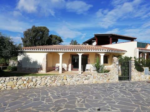 Villa Laura 400m from the sea