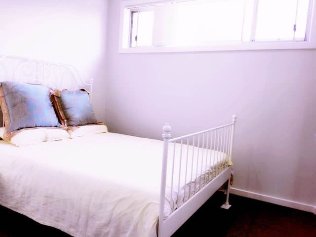 Brandnew private room/good location/homey/nice温馨单间 - Toongabbie - Ev