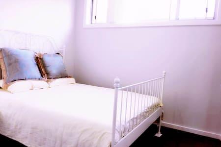 Brandnew private room/good location/homey/nice温馨单间 - Toongabbie - Dom