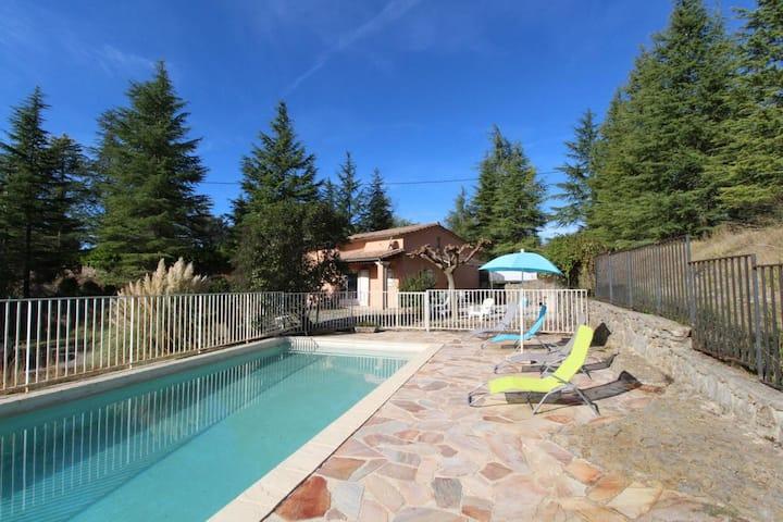 Gite en pleine nature avec piscine privée
