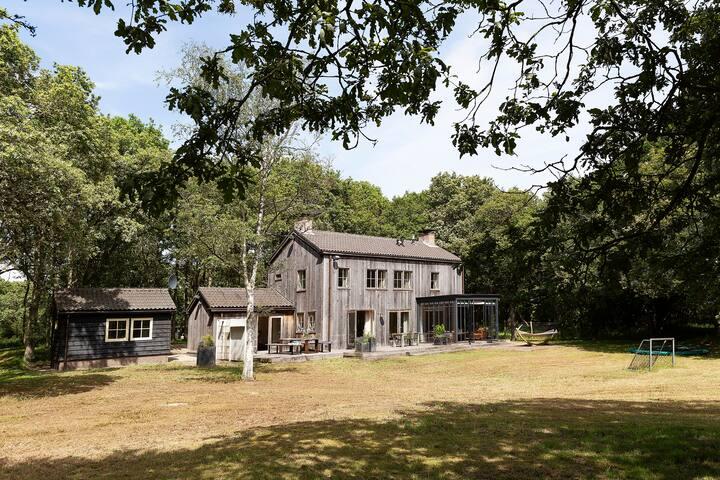 Vrijstaande villa vlakbij Haarlem, in het bos!!