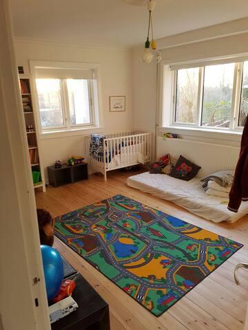 Familievenlig bolig i grønne omgivelser nær Kbh - Søborg - Huis