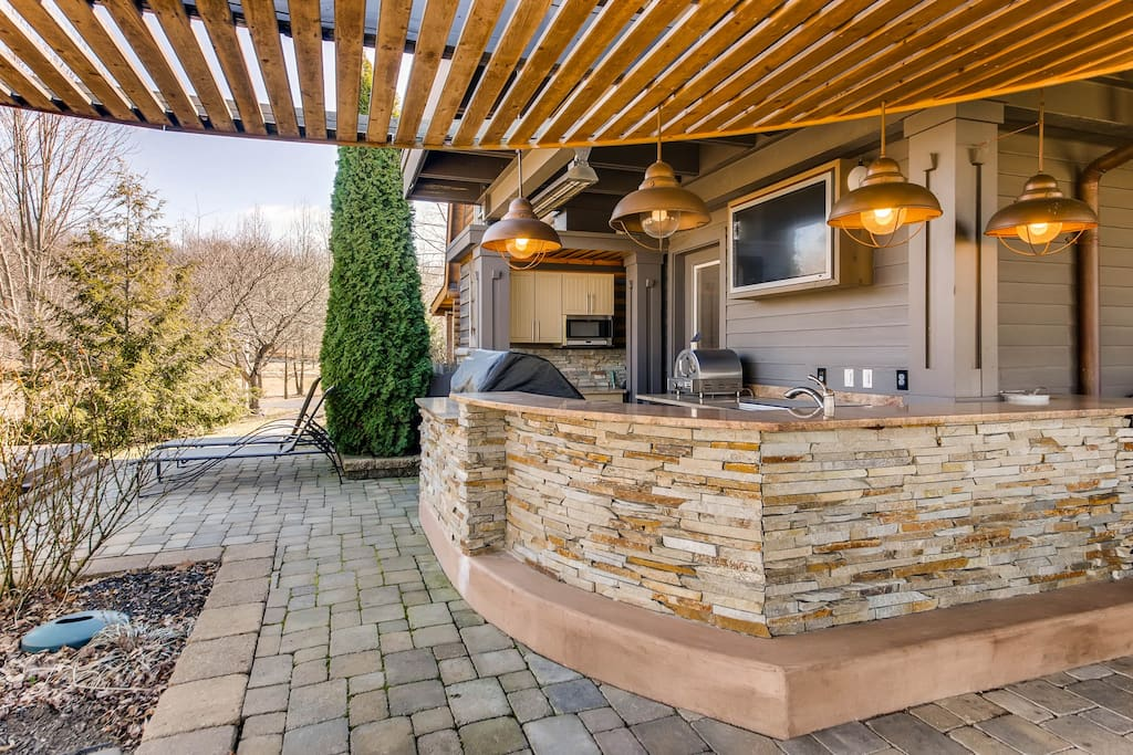 Outdoor Bar with Full Kitchen with Flat Screen