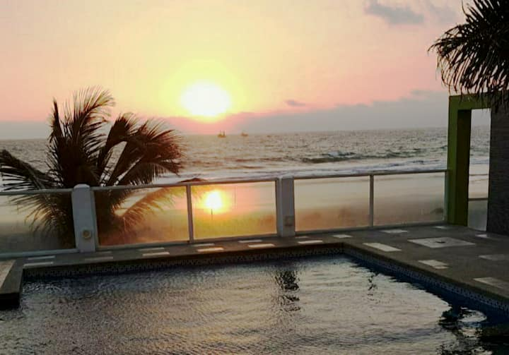 Frente a la Playa&Piscina Suite,la mejor vista🏝⛱