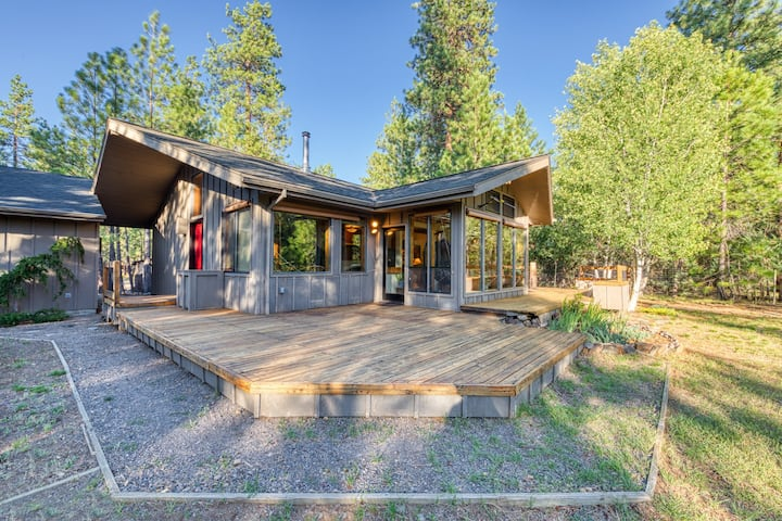 Secluded cabin w/ deck, forest view & shared seasonal pool/tennis - 1 dog OK!