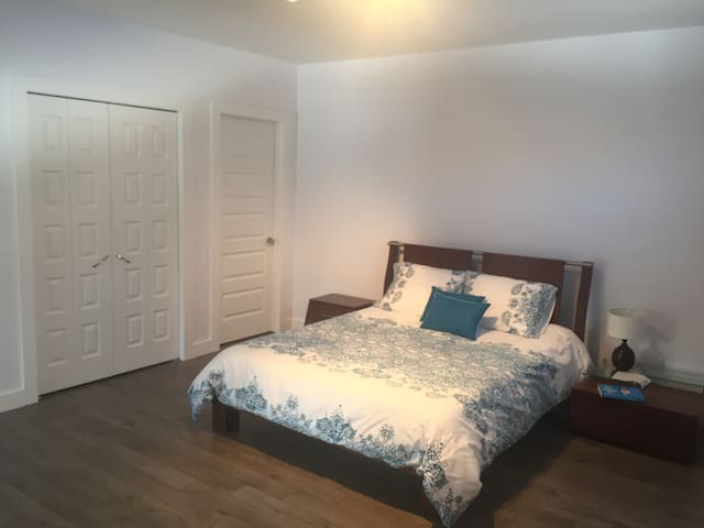 Amazing bedroom 1, near Gatineau & Ottawa - Val-des-Monts - Huis