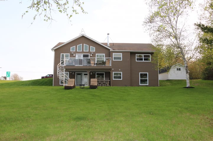 Waterfront Family Vacation Home In Mundleville, NB