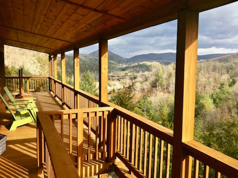 Deluxe Mountain Cabin with Yoga Studio and Views