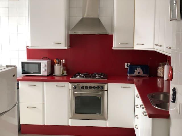 Cómodo apartamento céntrico (140m reformado, WIFI)