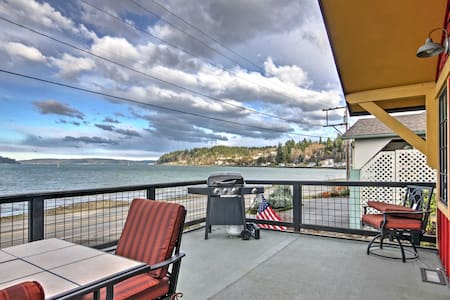 Waterfront 2BR Port Orchard House w/ Deck! - Port Orchard - House