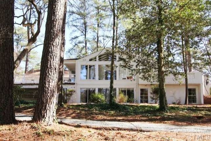 Charming Chapel Hill Apt, Walk to UNC and Hospital