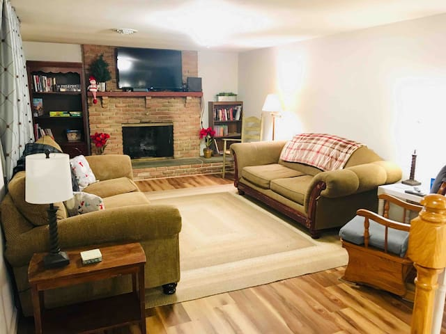 Family Retreat in Amish Country-Sleeps 9