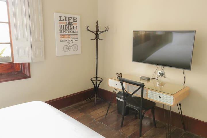 Double room with en-suite bathroom (all images are for reference only) - Habitación doble con baño privado (todas las imágenes son referenciales)