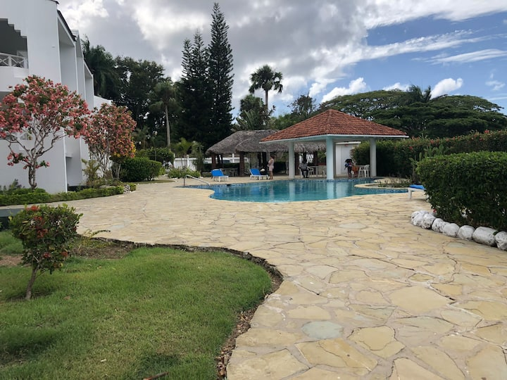 Friendly condo near POP airport with pool + Beach
