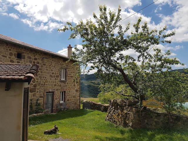 Ferme, Haute-Loire limite Ardèche - Salettes - ที่พักพร้อมอาหารเช้า