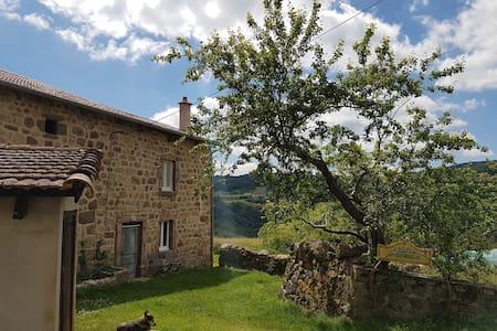 Ferme, Haute-Loire limite Ardèche - Salettes