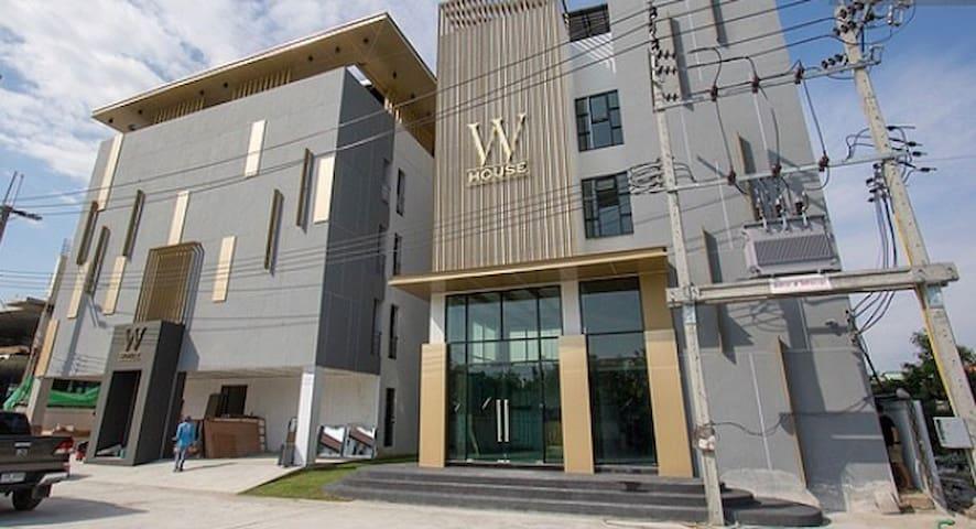 W house new room near BKK Airport (suvarnabhumi)