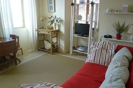 Central light & spacious 1 bedroom - Huoneisto