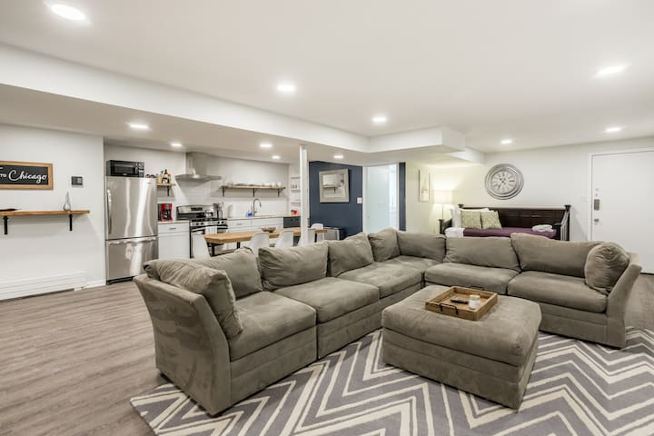 Classic & Comfortable 1BR Walk to United Center!