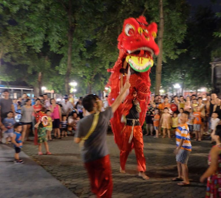 Special Event: On 23th September, there will be a Lion Dance performance in front of your place to celebrate Mid-Autumn Festival under the full moon on this night. All the children with their lanterns will gather around the place, it is going to be alot of fun.