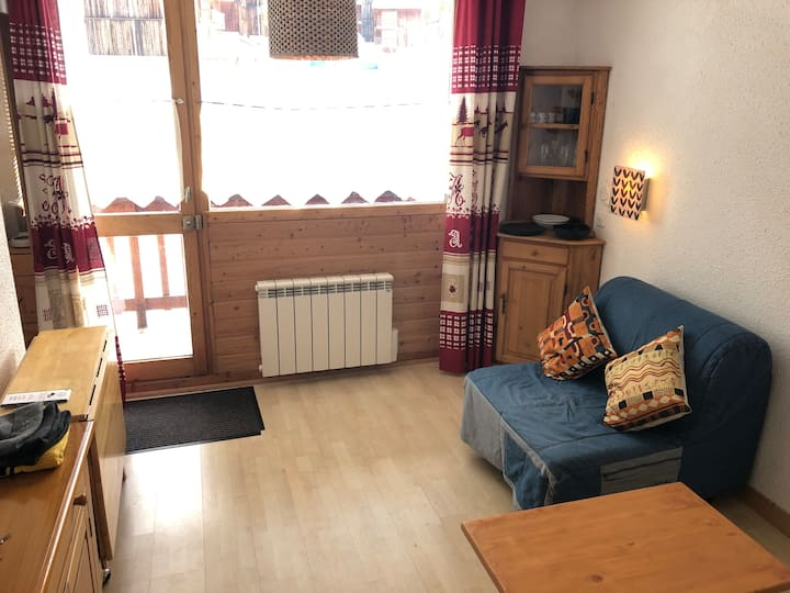 Perfectly located ski in/out flat with balcony